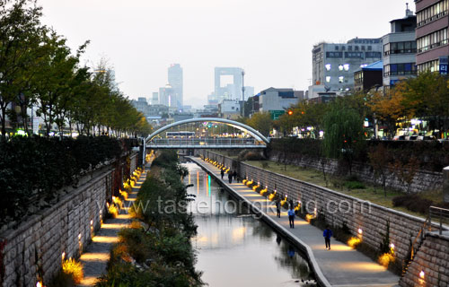 Visting Seoul - Cheonggyecheon