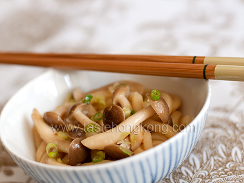 Udon with Shimeji Mushrooms and Miso Sauce