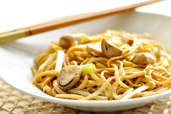 Braised E-Fu Noodles with Straw Mushrooms