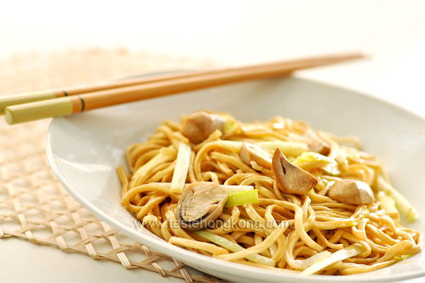 Braised E-Fu Noodles with Straw Mushrooms 干燒伊麵