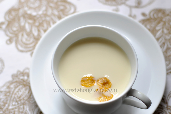 Homemake Soy Milk with Corn Flakes