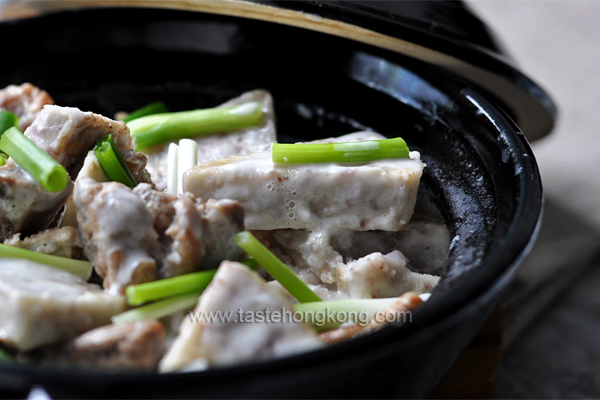 Braised Pork Spare Ribs with Taro and Coconut Sauce, Chinese Clay Pot Style