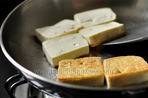 How to Pan-Fry Tofu with Crust is Easy
