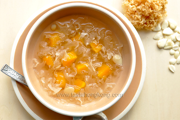 Taste hong kong hong kong food blog with recipes cooking tips white fungus snow ear fungus sweet soup with papaya forumfinder Image collections