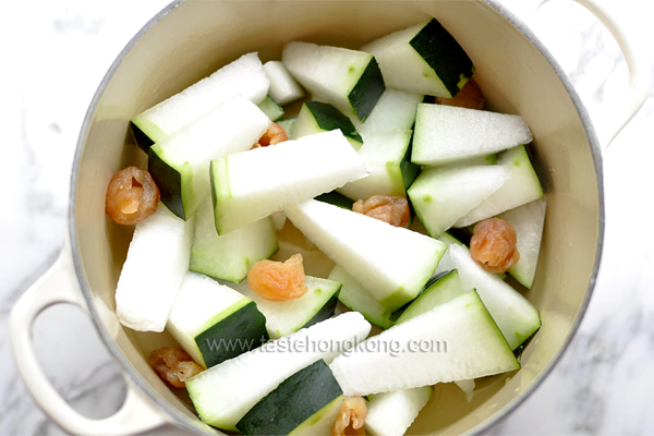 Winter Melon and Dried Longan in Pot