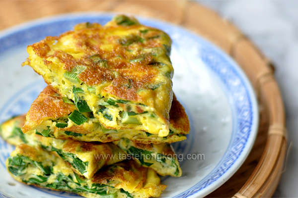 Fried Eggs with Chinese Chives, a Savory Omelette