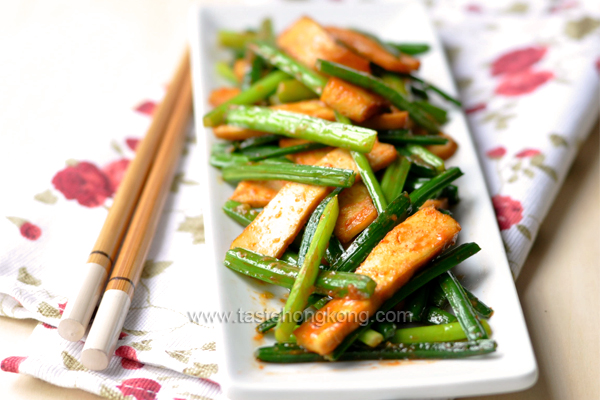 Garlic Chive with Dried Tofu, a Simple Chinese Vegetarian Stir-Fry
