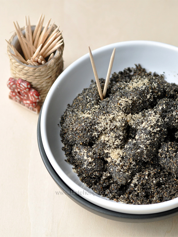 Chinese Mochi with Black Sesame Seeds