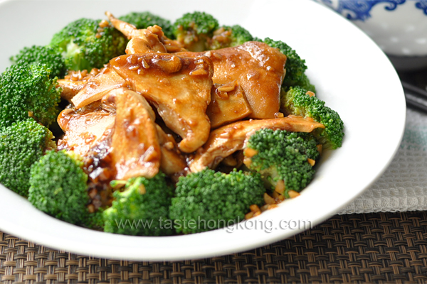 Mock Abalone in Oyster Sauce - Chinese Style Fried Mushroom with Broccoli
