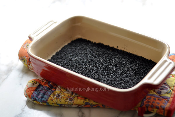How to Toast Black Sesame Seeds in an Oven