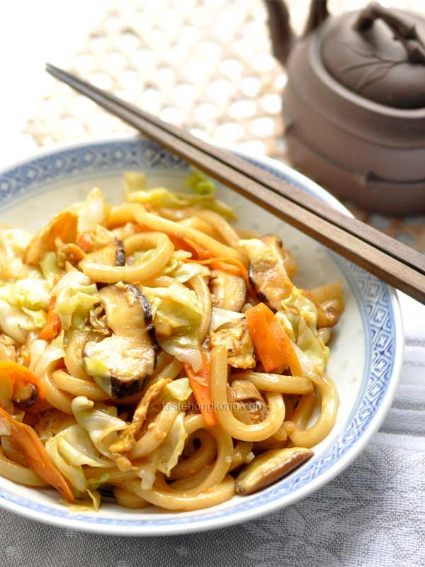 Japanese Stir-Fry Udon Noodles with Vegetables