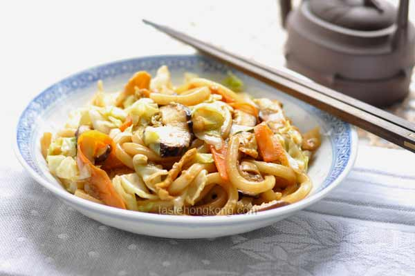 Japanese Stir-Fry Udon Noodles with Cabbage